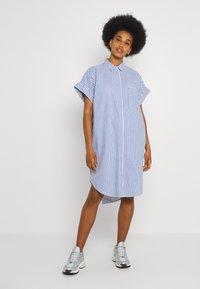 Monki - WANNA DRESS - Skjortekjole - blue bright summer stripe - 2