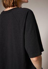 comma casual identity - MIT SCHRIFTPRINT - Print T-shirt - grey - 5