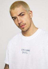 Night Addict - TIME UNISEX - T-shirt med print - white - 3