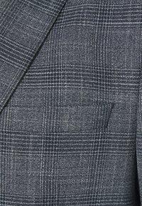 Isaac Dewhirst - BLUE CHECK 3PCS SUIT SUIT - Suit - blue - 7