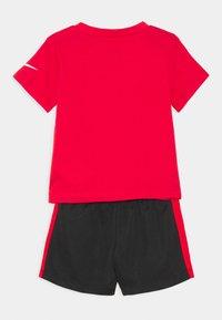 Nike Sportswear - SET - Shorts - black - 1
