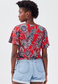 Cache Cache - Print T-shirt - rouge - 2