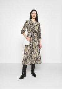 Vila - VIJEMO MIDI DRESS - Day dress - birch/kallia - 1