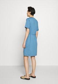 Filippa K - CREW NECK  DRESS - Žerzejové šaty - blue heaven - 2