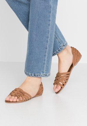 JINXIE - Sandals - tan