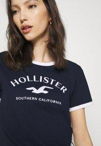 Hollister Co. - TECH CORE - Print T-shirt - navy - 3
