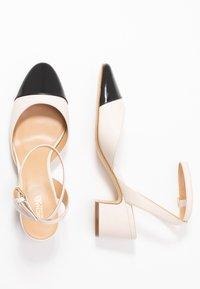 MICHAEL Michael Kors - BRIE CLOSED TOE - Escarpins - light cream/black - 3