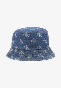 Calvin Klein Jeans - MONOGRAM BUCKET ALLOVER - Hatt - denim - 1