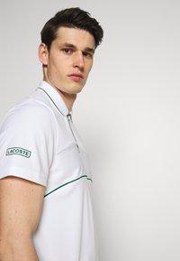 Lacoste Sport - TENNIS ZIP - Funkční triko - white/bottle green - 3