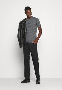 Calvin Klein - MOULINE  - Jednoduché triko - black - 1