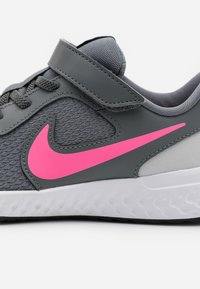 Nike Performance - REVOLUTION 5 - Neutral running shoes - smoke grey/pink glow/photon dust/white - 5