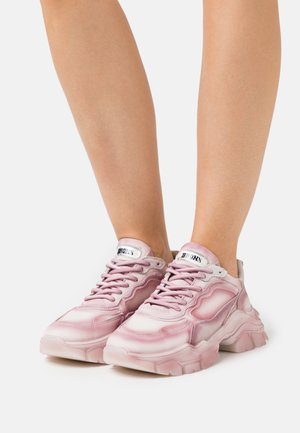 TAYKE OVER - Trainers - vintage pink