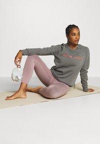 Sweaty Betty - SUPER SCULPT 7/8 YOGA LEGGINGS - Legging - velvet rose/pink - 1