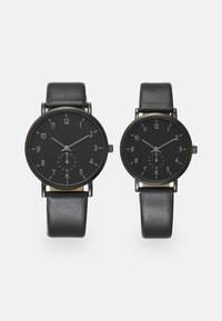 Pier One - COUPLE WATCHES GIFT SET - Hodinky - black - 0