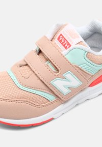 New Balance - IZ997HSG - Sneakers - pink - 4