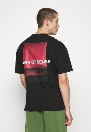 DANN UNISEX - T-shirt imprimé - black