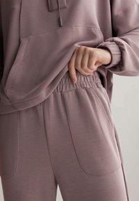 OYSHO - Pantalon de survêtement - mauve - 3