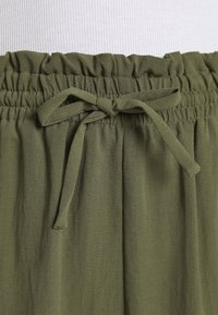 Vero Moda - VMKENDRAKARINA PANT - Trousers - ivy green - 5