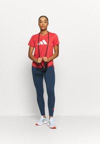 adidas Performance - LOGO TEE - T-shirts med print - crew red/white - 1