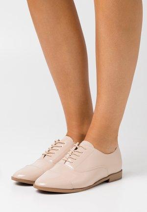 CARLEI - Šněrovací boty - bone
