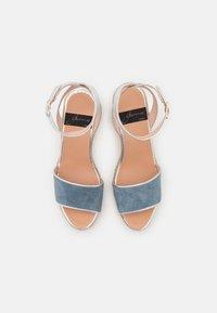 Gaimo - YAMINA - Sandály na platformě - jeans/plata - 5