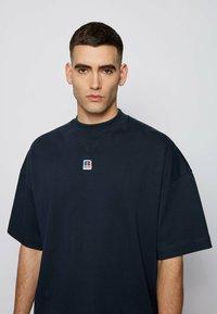 BOSS - T BOX - Basic T-shirt - dark blue - 3