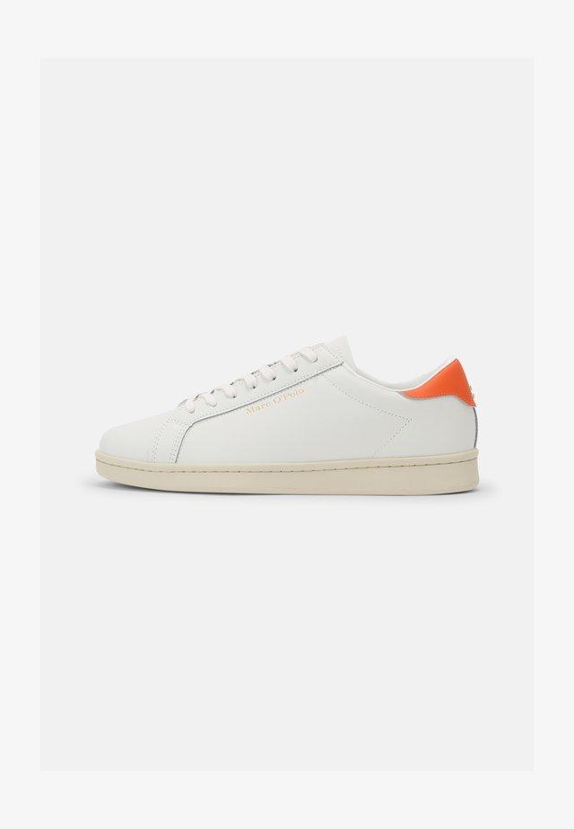 VINCENZO - Baskets basses - white/orange