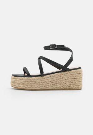 AMYLIA - Sandály na platformě - black