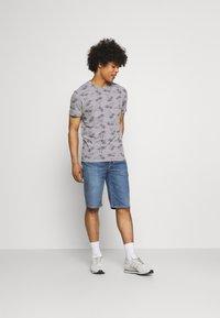 Levi's® - 405 STANDARD  - Denim shorts - punch line real calling short - 1