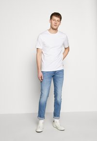HUGO - Slim fit jeans - bright blue - 1