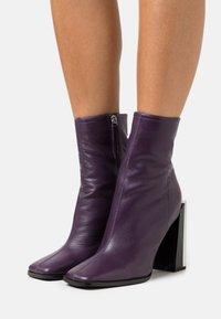 Topshop - HOMER SQUARE TOE HARDWARE BOOT - Bottines - purple - 0