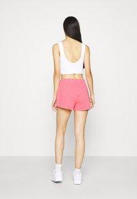 Nike Sportswear - WASH  - Shorts - sunset pulse/black - 2