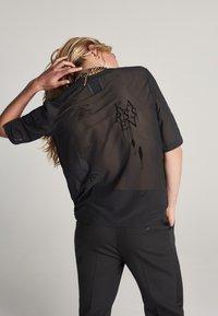 Zoe Karssen - T-shirt con stampa - black - 1