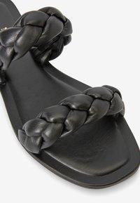 Next - FOREVER COMFORT® PLAITED - Slippers - black - 3