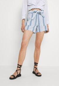Vero Moda - VMAKELA CHAMBRAY PAPERBAG  - Shorts - light blue denim/white - 0