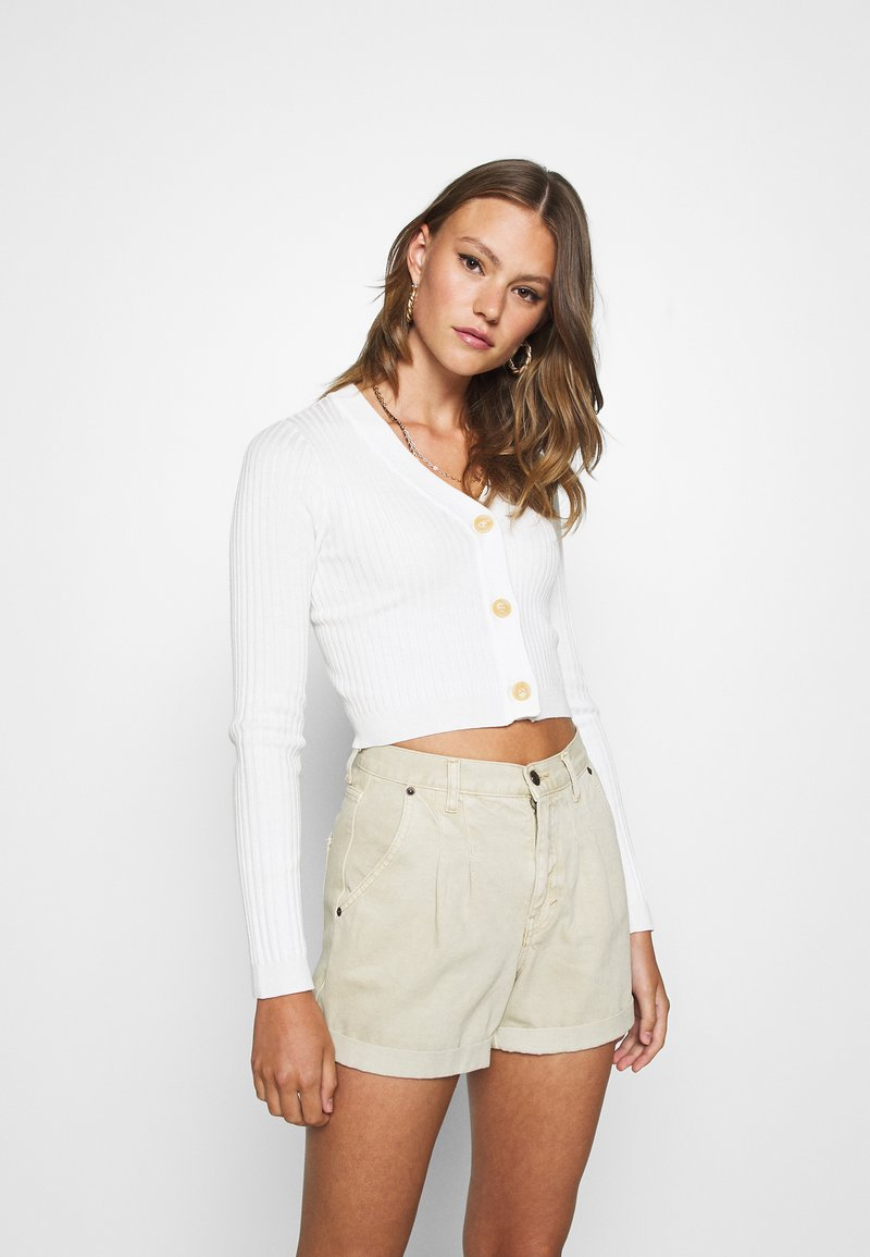Missguided - CROPPED BUTTON - Gilet - cream