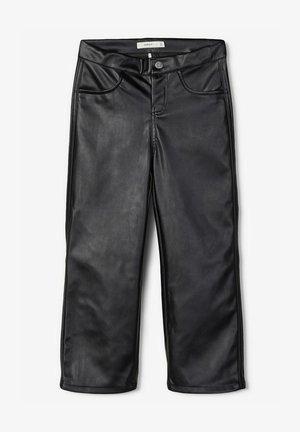 MIT WEITEM BEIN KNÖCHELLANGE - Pantalones - black