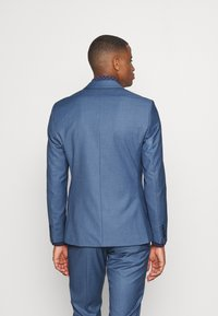 Isaac Dewhirst - THE FASHION SUIT NOTCH - Puku - blue - 3