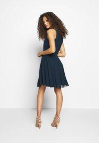 Lace & Beads Petite - AMANDA DRESS - Cocktail dress / Party dress - navy - 2