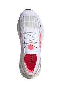 adidas Performance - ULTRABOOST SUMMER.RDY - Zapatillas de running estables - weiss/pink (979) - 1