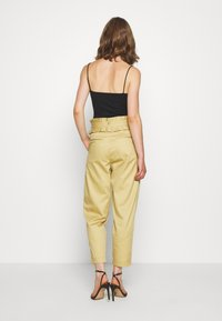 Scotch & Soda - CLEAN WITH DETACHABLE PLEATED BELT - Bukse - sand - 2