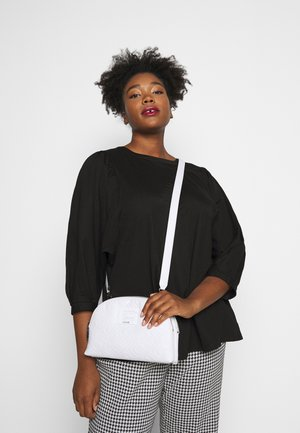 JANAY STATUS CROSSBODY - Across body bag - white