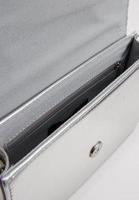 Even&Odd - Across body bag - silver - 6