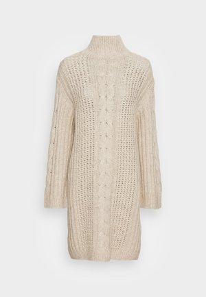 DRESS - Stickad klänning - chalky sand melange