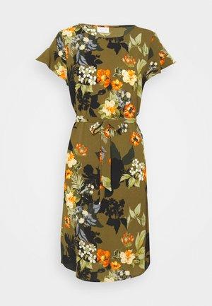 VIDIANA FLOUNCE DRESS - Kjole - khaki/khaki tropical print