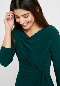 Lauren Ralph Lauren Petite - TRAVA SLEEVE DAY DRESS - Fodralklänning - dark fern - 4