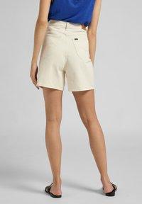 Lee - Jeans Short / cowboy shorts - ecru - 2