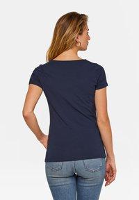 WE Fashion - WE FASHION DAMEN-T-SHIRT AUS BIO-BAUMWOLLE - Basic T-shirt - dark blue - 2