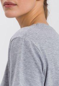 Cross Jeans - Print T-shirt - grau-meliert - 3