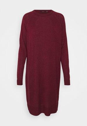 VMMEGHAN O NECK DRESS - Strikkjoler - port royale/rumba red melange